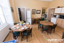 Pickwick Hall Hostel - Breakfast room kitchen